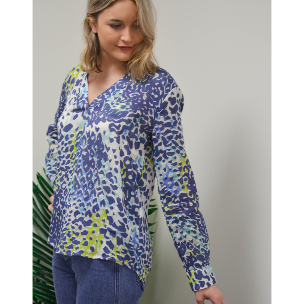 120% Lino Long Sleeve V Neck Animal Print Top Blue/White/Lime