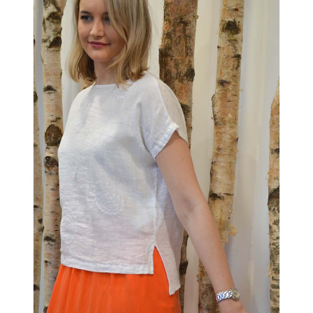 120% Lino Embroidered Paisley T Shirt White