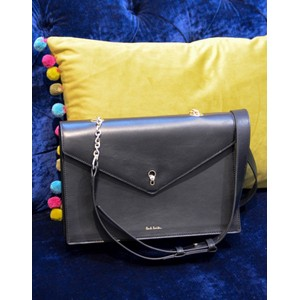 Envelope Key Satchel Black