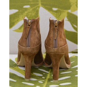 Lola Cruz Herne V Cut Zip Ankle Boot Tan