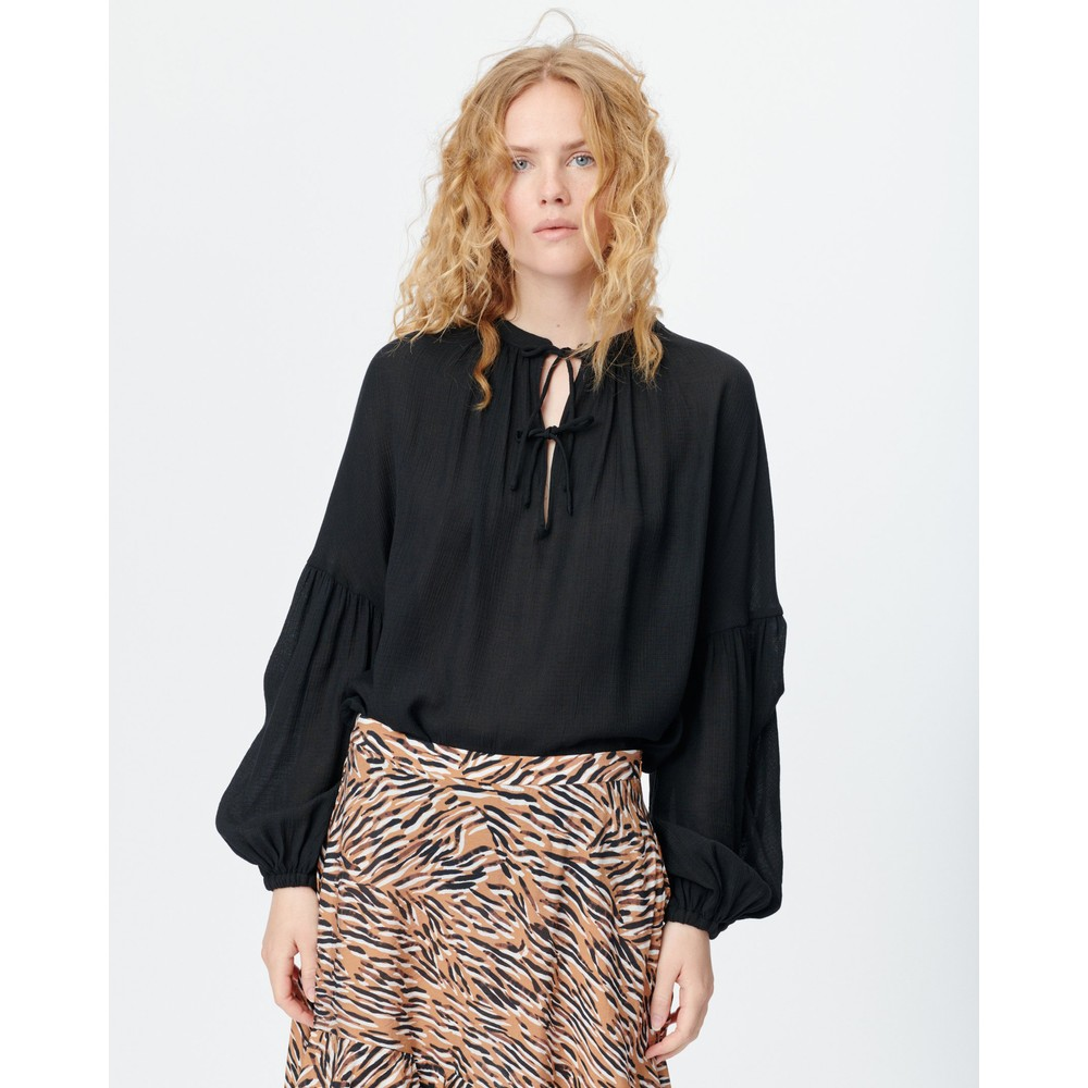 Munthe Meter String Tie Nk/Slv Top Black