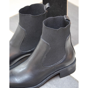 Pull On Boot Elastic Sides Black